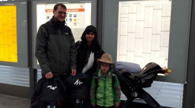 Abschied von der Familie am Bahnhof