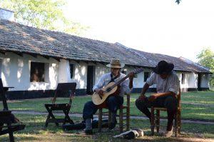 Der älteste Gaucho (Stand 01/2018) unterhält uns mit seiner Musik.