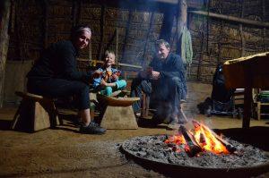 Abendunterhaltung in unserer Ruka am Feuer