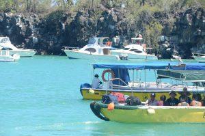 """Mit dem Wassertaxi an Bord """"der Fähre"""". Mann sollte unbedingt 1 USD pro Person pro Taxifahrt haben. Und das braucht man an jedem Hafen."""